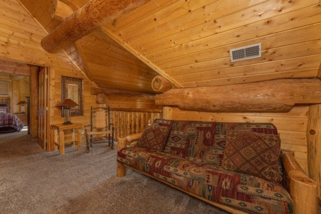 Photo of a Gatlinburg Cabin named Grizzly's Den - This is the twenty-first photo in the set.