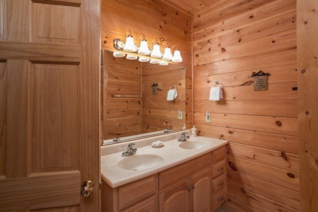 Photo of a Sevierville Cabin named Friends In High Places - This is the tenth photo in the set.