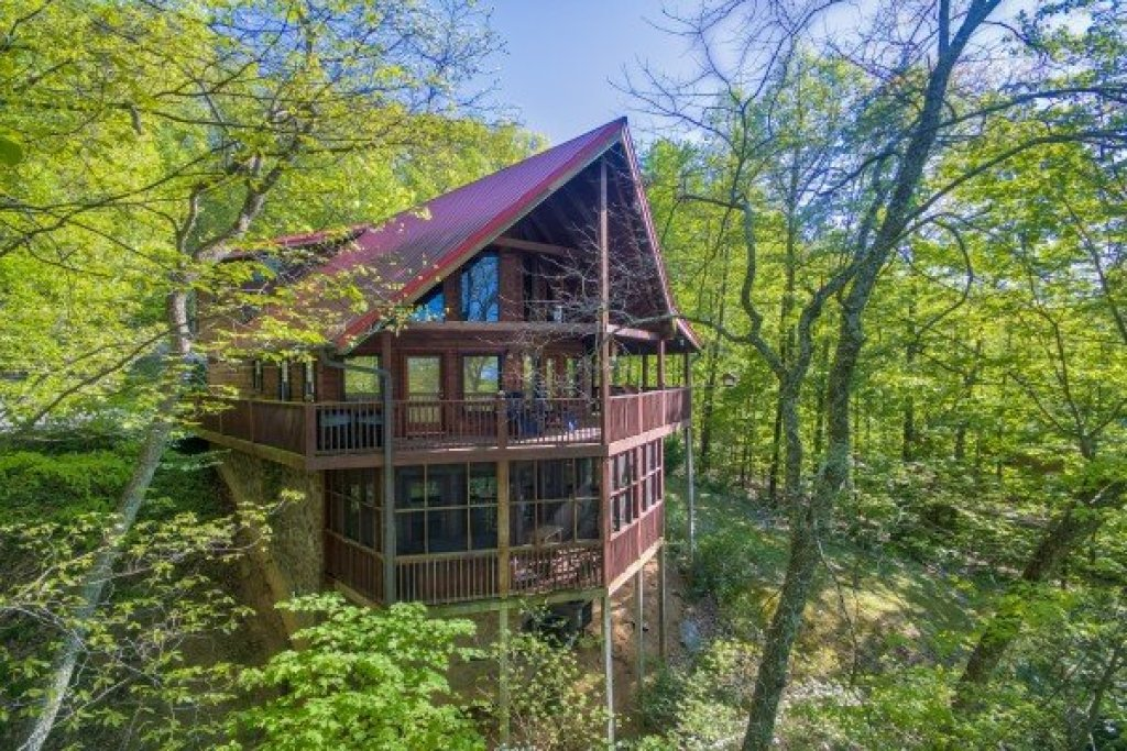 Photo of a Sevierville Cabin named Friends In High Places - This is the second photo in the set.