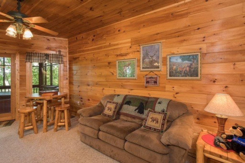 Photo of a Sevierville Cabin named Friends In High Places - This is the sixteenth photo in the set.