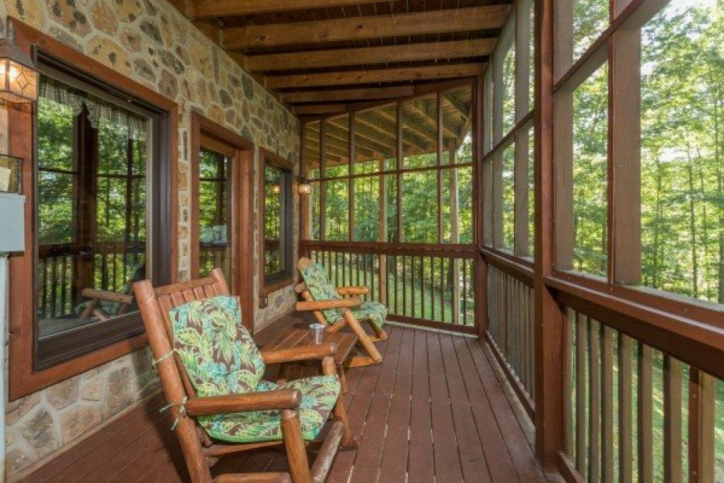 Photo of a Sevierville Cabin named Friends In High Places - This is the twentieth photo in the set.