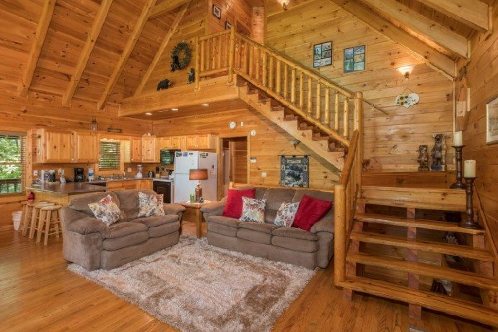 Photo of a Sevierville Cabin named Friends In High Places - This is the third photo in the set.