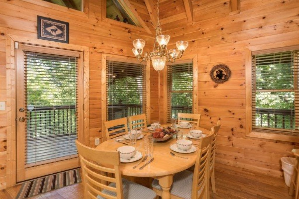 Photo of a Sevierville Cabin named Friends In High Places - This is the fifth photo in the set.