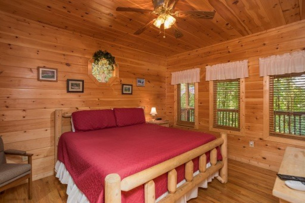 Photo of a Sevierville Cabin named Friends In High Places - This is the eighth photo in the set.