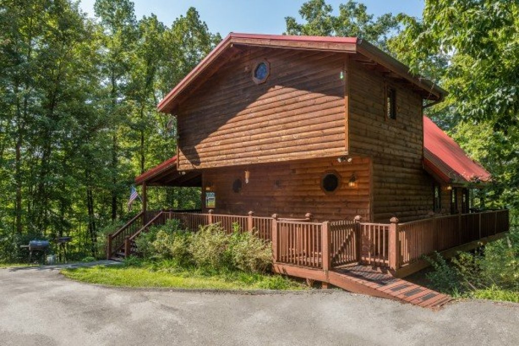 Photo of a Sevierville Cabin named Friends In High Places - This is the twenty-ninth photo in the set.