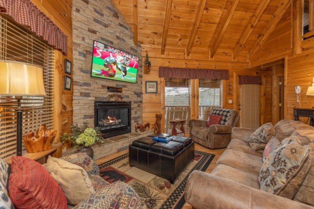Photo of a Sevierville Cabin named Absolutely Wonderful - This is the second photo in the set.