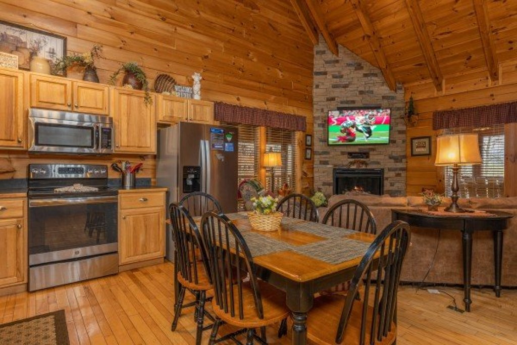 Photo of a Sevierville Cabin named Absolutely Wonderful - This is the fifth photo in the set.