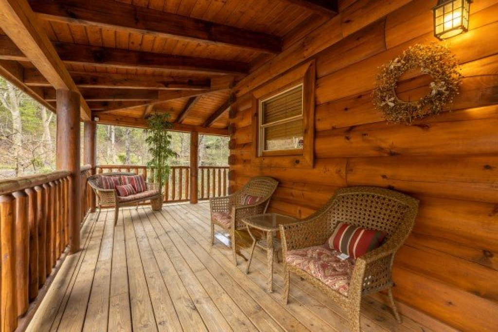 Photo of a Sevierville Cabin named Absolutely Wonderful - This is the seventeenth photo in the set.