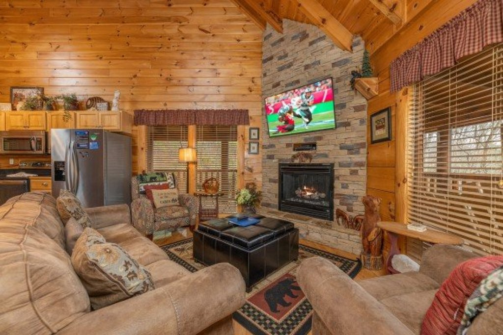 Photo of a Sevierville Cabin named Absolutely Wonderful - This is the third photo in the set.