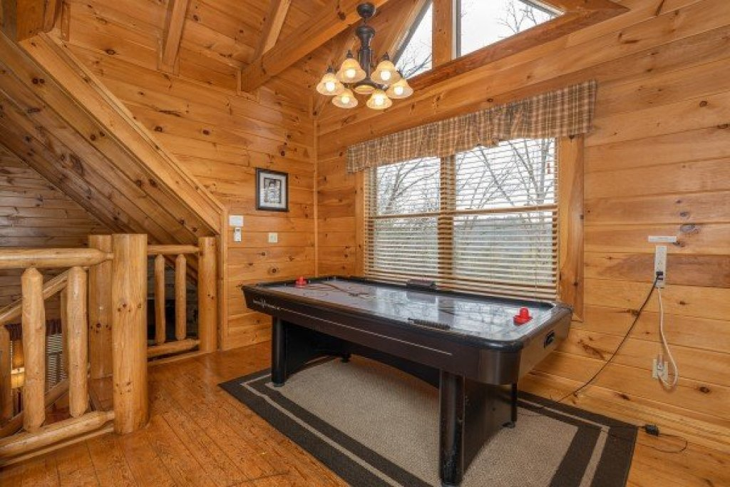 Photo of a Sevierville Cabin named Absolutely Wonderful - This is the twenty-seventh photo in the set.