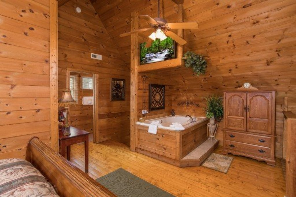 Photo of a Pigeon Forge Cabin named Hanky Panky - This is the twelfth photo in the set.