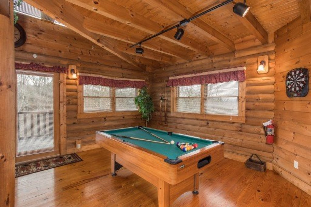 Photo of a Pigeon Forge Cabin named Hanky Panky - This is the fourth photo in the set.