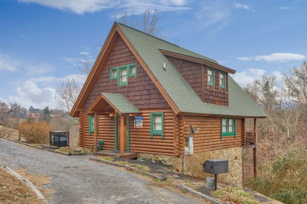Photo of a Pigeon Forge Cabin named Hanky Panky - This is the sixteenth photo in the set.