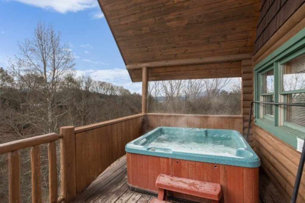 Photo of a Pigeon Forge Cabin named Hanky Panky - This is the ninth photo in the set.