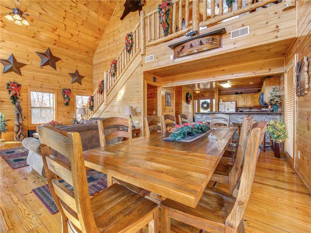 Photo of a Gatlinburg Cabin named Bear's Eye View - This is the fifth photo in the set.