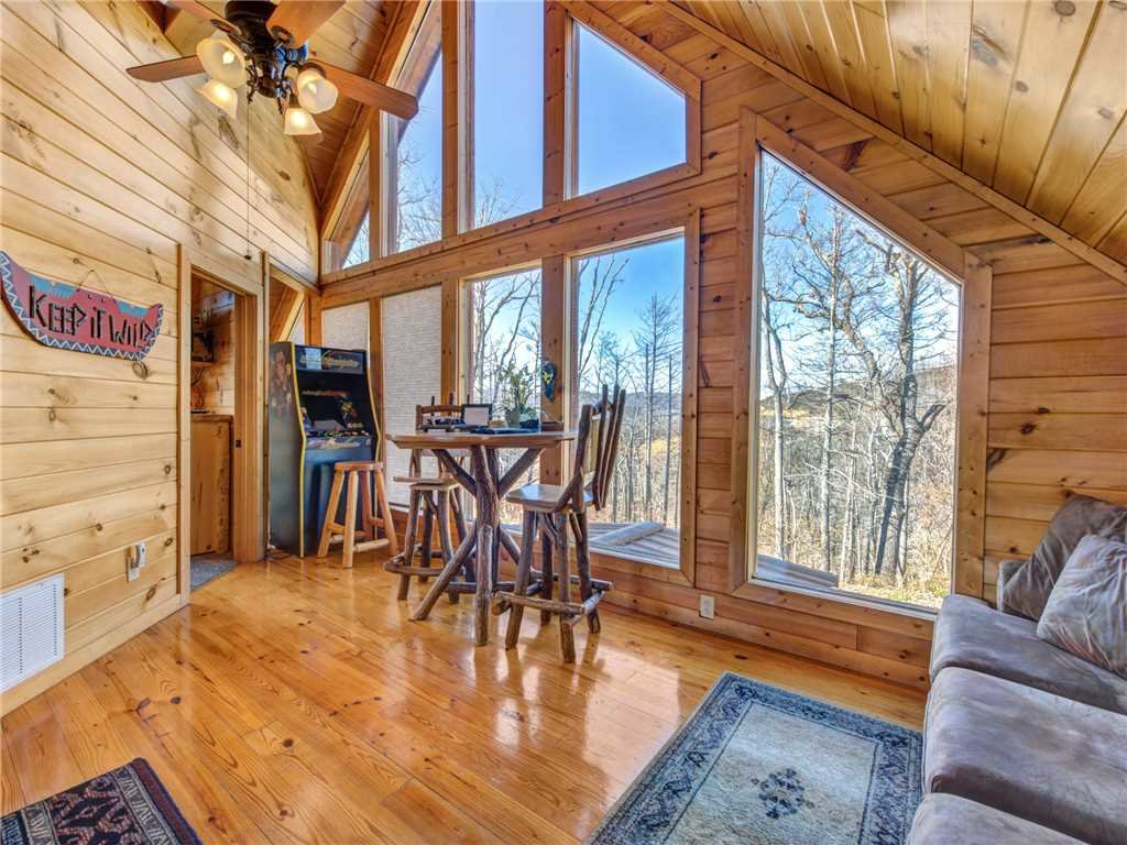 Photo of a Gatlinburg Cabin named Bear's Eye View - This is the tenth photo in the set.