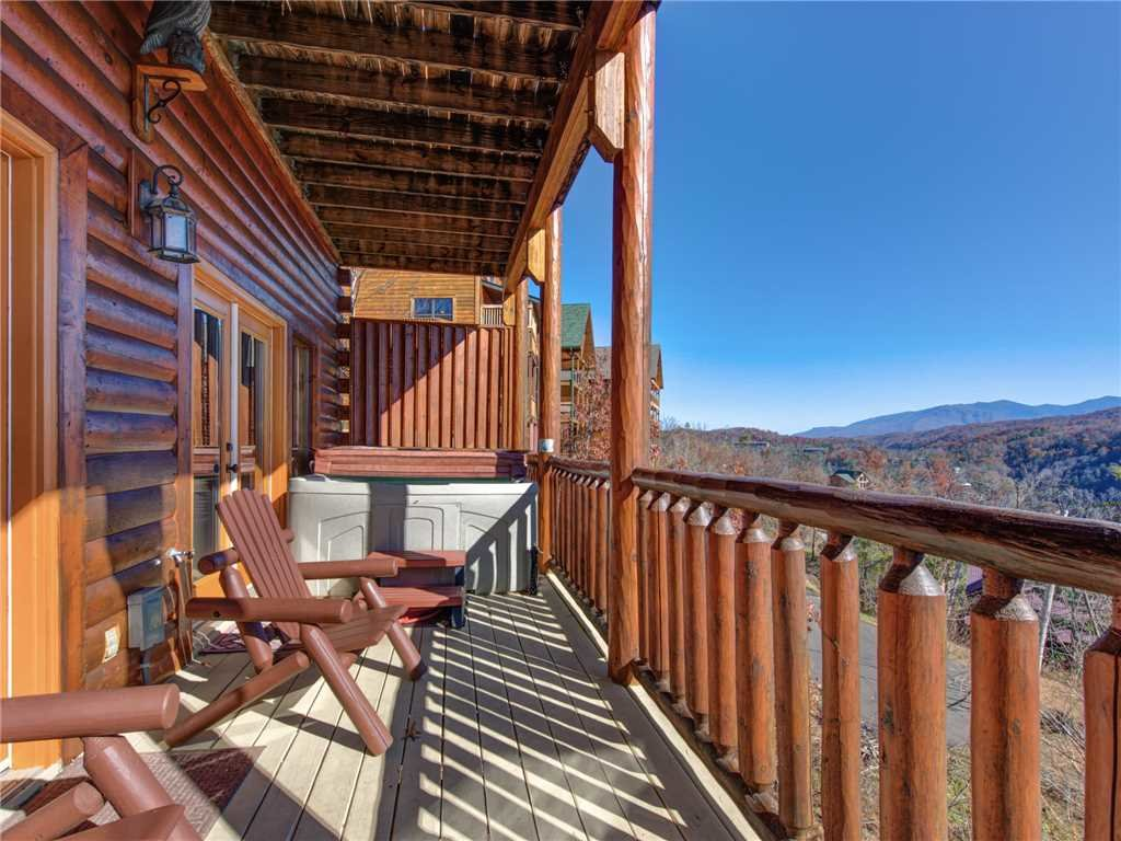 Photo of a Gatlinburg Cabin named Bear's Eye View - This is the thirty-sixth photo in the set.