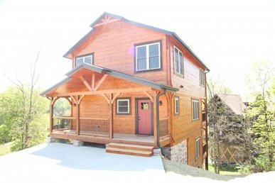 A 3 Bedroom, 3.5 Bath, Luxury Plus Chalet For 12 Close To Town On Easy Roads.