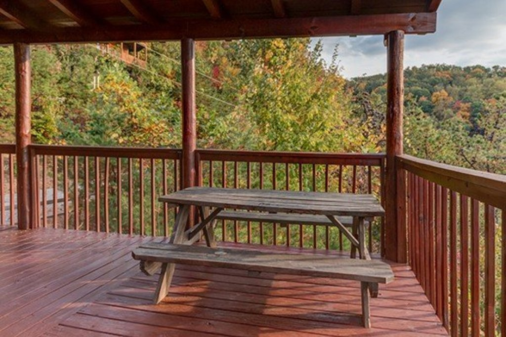 Photo of a Sevierville Cabin named Hummingbird's Views - This is the twentieth photo in the set.