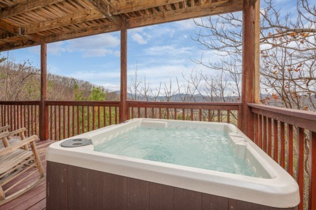 Photo of a Sevierville Cabin named Hummingbird's Views - This is the twenty-second photo in the set.