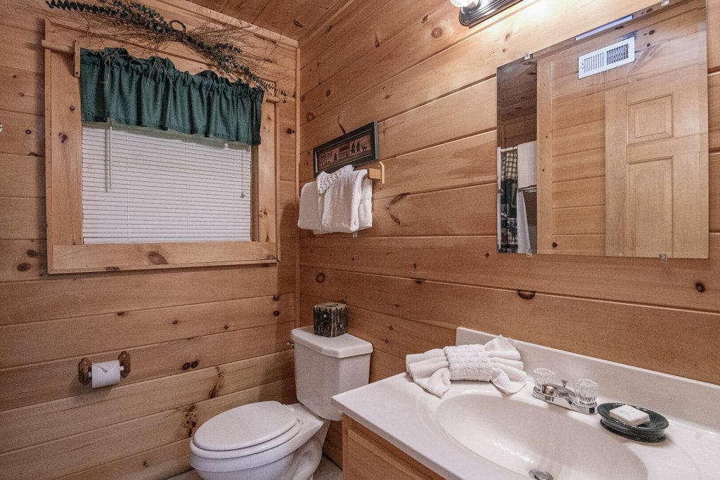 Photo of a Pigeon Forge Cabin named Mystic Mountain - This is the sixteenth photo in the set.