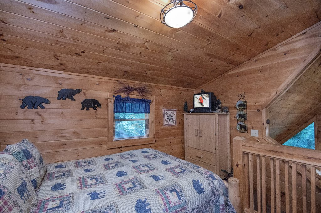 Photo of a Pigeon Forge Cabin named Mystic Mountain - This is the twenty-ninth photo in the set.