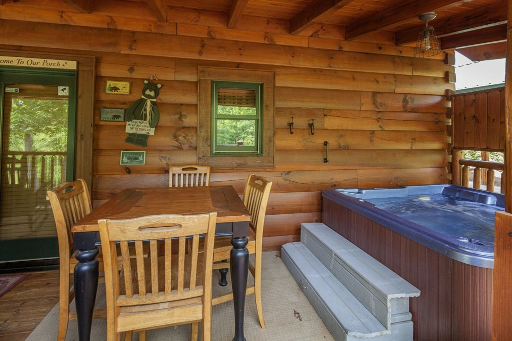Photo of a Sevierville Cabin named Liam's Retreat - This is the eighteenth photo in the set.