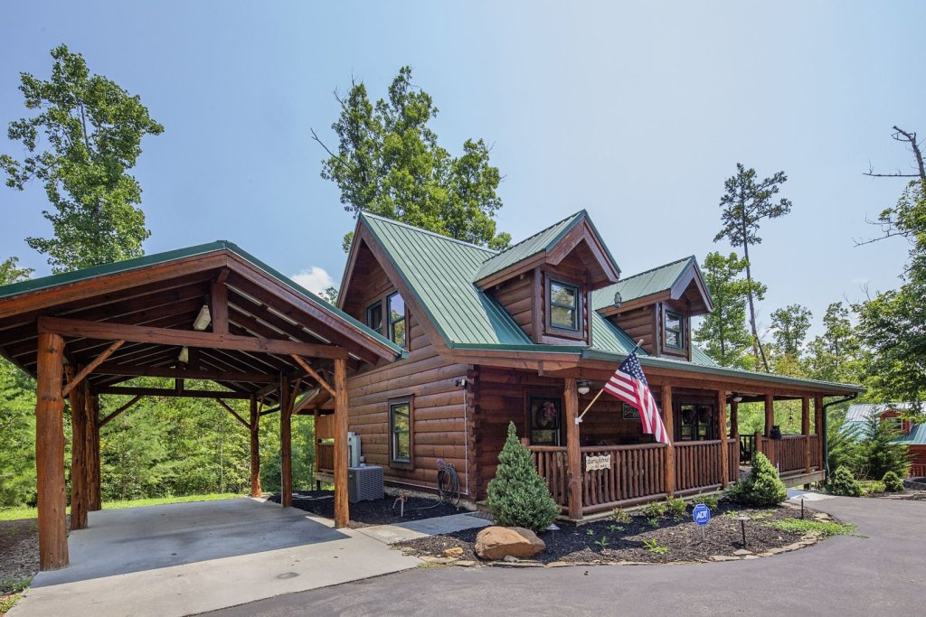 Photo of a Sevierville Cabin named Liam's Retreat - This is the second photo in the set.