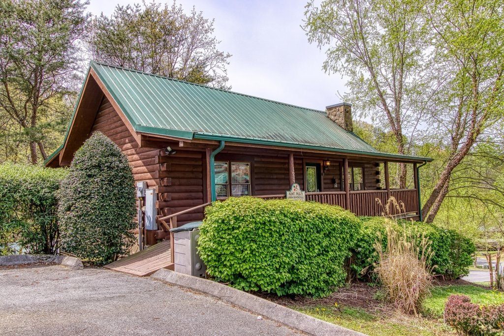 Photo of a Pigeon Forge Cabin named Lil Country Cabin #262 - This is the first photo in the set.