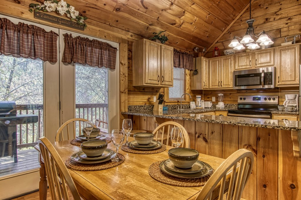 Photo of a Pigeon Forge Cabin named Lil Country Cabin #262 - This is the fourteenth photo in the set.