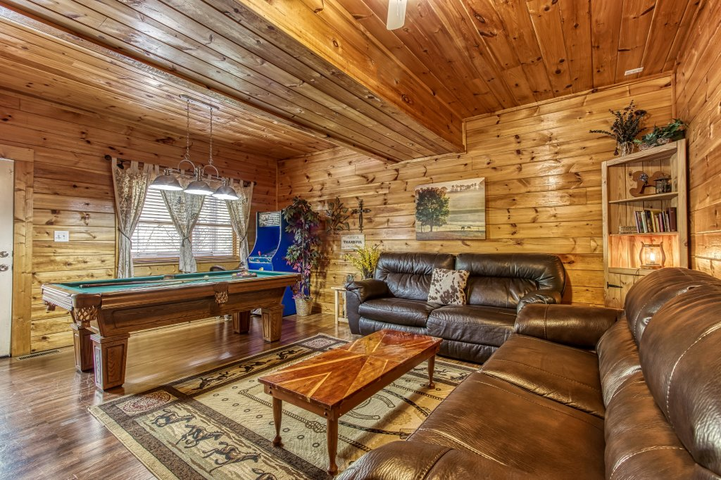 Photo of a Pigeon Forge Cabin named Lil Country Cabin #262 - This is the twenty-seventh photo in the set.