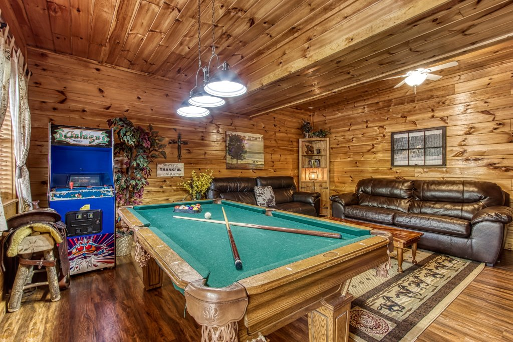 Photo of a Pigeon Forge Cabin named Lil Country Cabin #262 - This is the third photo in the set.