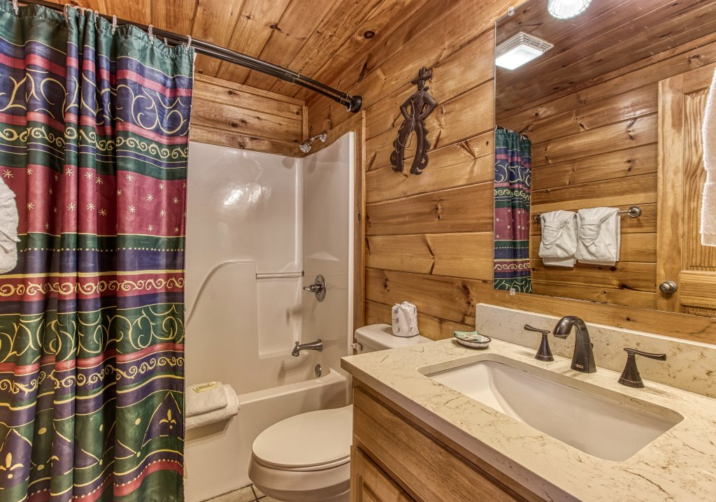Photo of a Pigeon Forge Cabin named Lil Country Cabin #262 - This is the thirtieth photo in the set.
