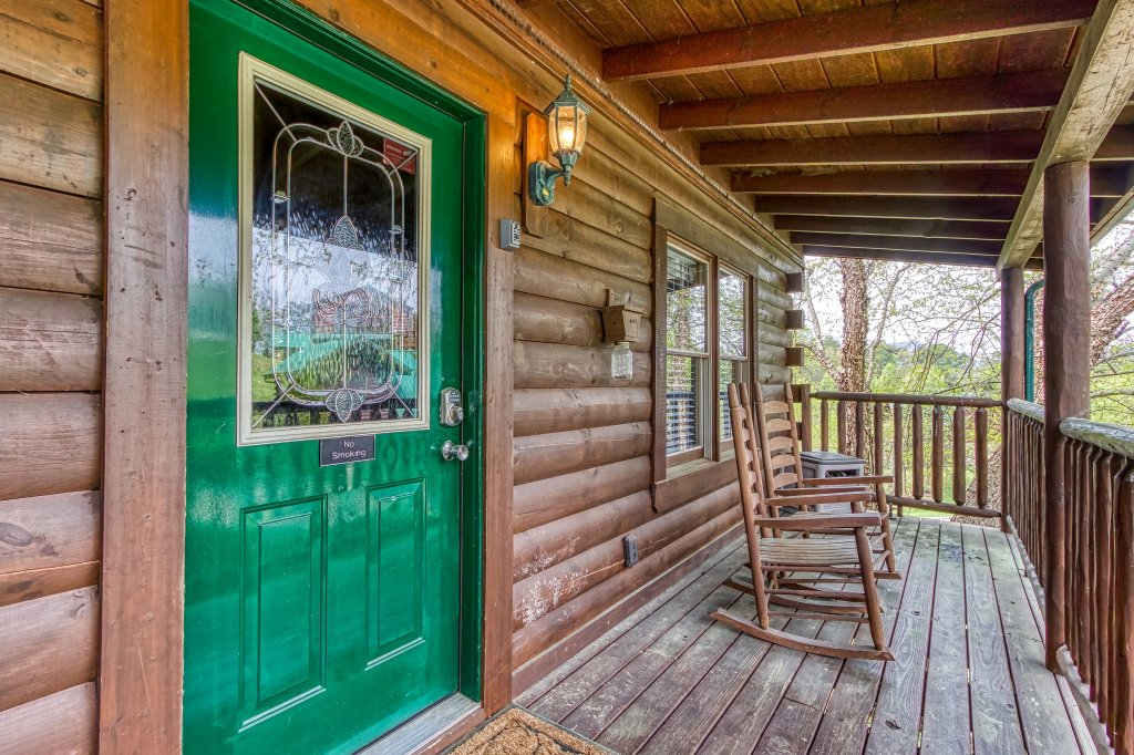 Photo of a Pigeon Forge Cabin named Lil Country Cabin #262 - This is the thirty-fourth photo in the set.