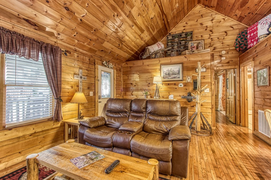 Photo of a Pigeon Forge Cabin named Lil Country Cabin #262 - This is the sixth photo in the set.