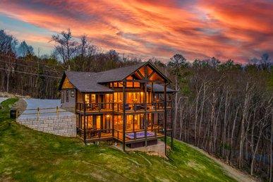 Free Attractions | 5 Bedroom Luxury Cabin, Amazing Views, Swim Spa, Game Room