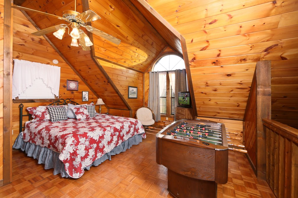 Photo of a Sevierville Cabin named Windsong - This is the second photo in the set.