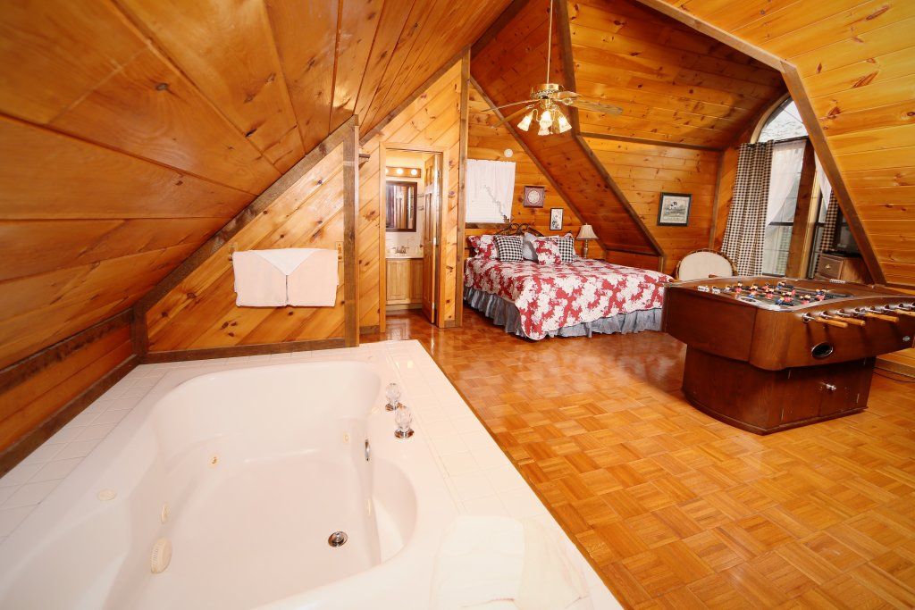 Photo of a Sevierville Cabin named Windsong - This is the fourth photo in the set.