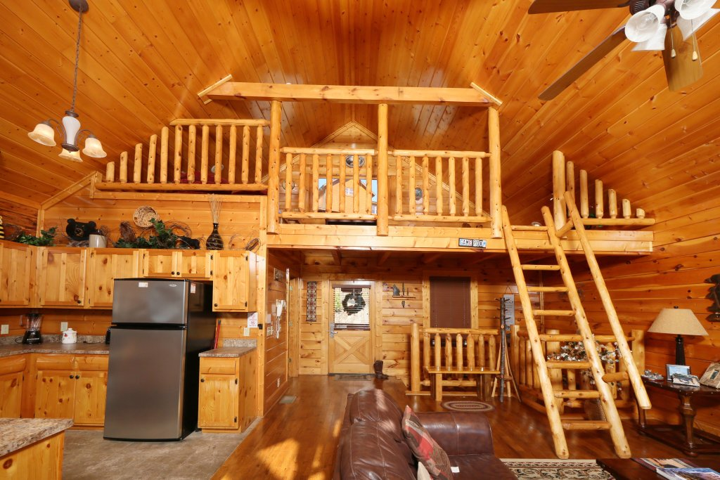 Photo of a Pigeon Forge Cabin named Howling Wolf - This is the fourth photo in the set.