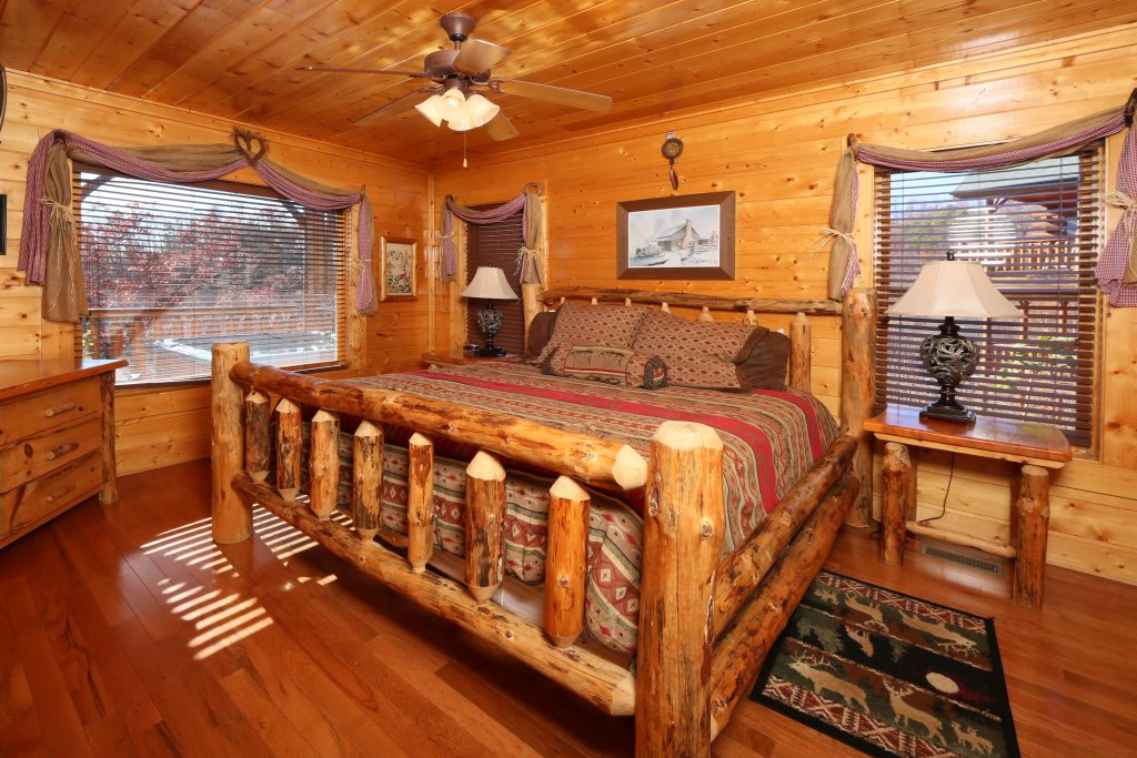 Photo of a Pigeon Forge Cabin named Howling Wolf - This is the fifth photo in the set.