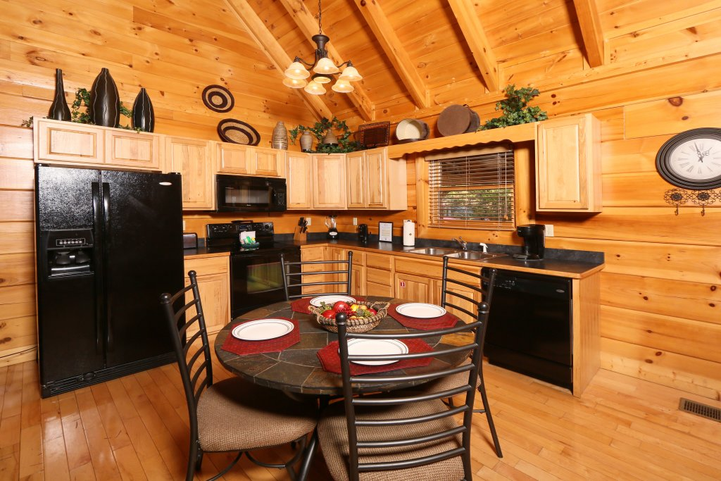 Photo of a Sevierville Cabin named Sugar Shack - This is the thirteenth photo in the set.
