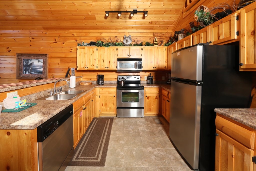 Photo of a Pigeon Forge Cabin named Howling Wolf - This is the seventeenth photo in the set.