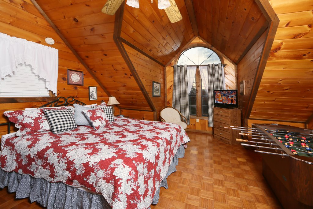 Photo of a Sevierville Cabin named Windsong - This is the third photo in the set.