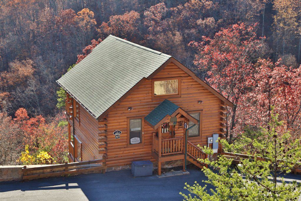 Photo of a Pigeon Forge Cabin named Howling Wolf - This is the twenty-fifth photo in the set.