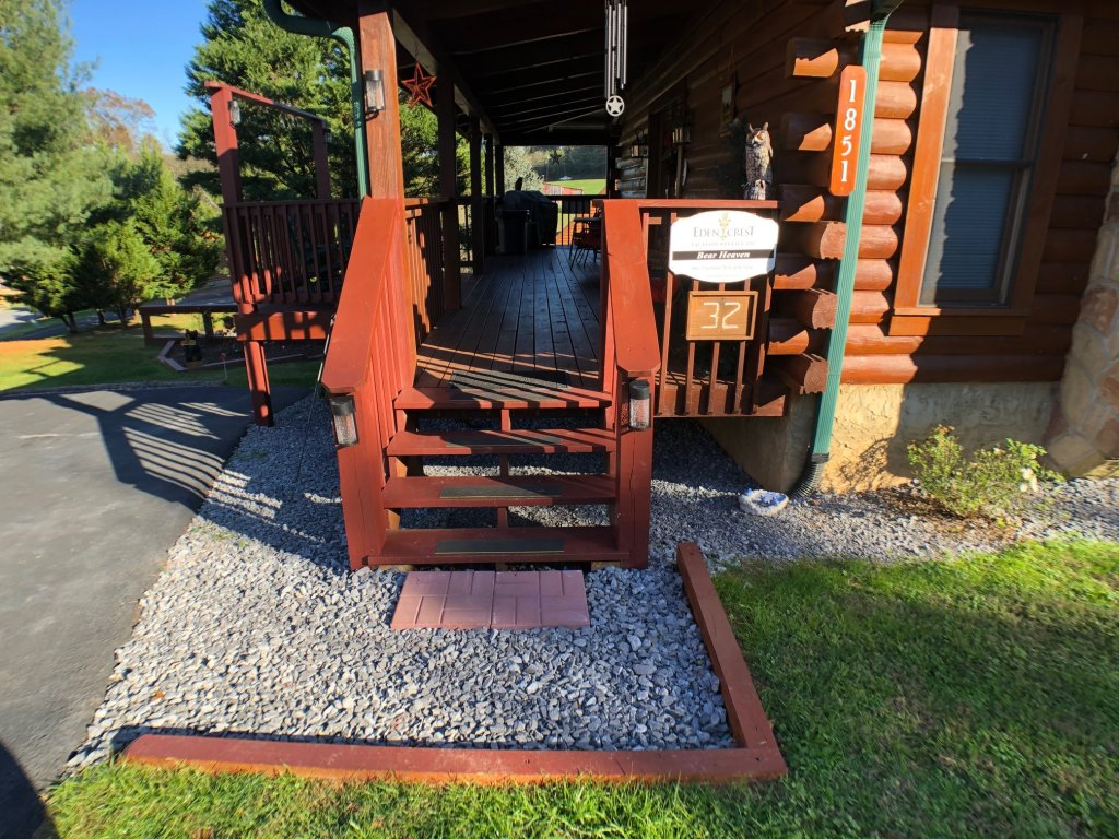 Photo of a Pigeon Forge Cabin named Bear Heaven - This is the twenty-fourth photo in the set.