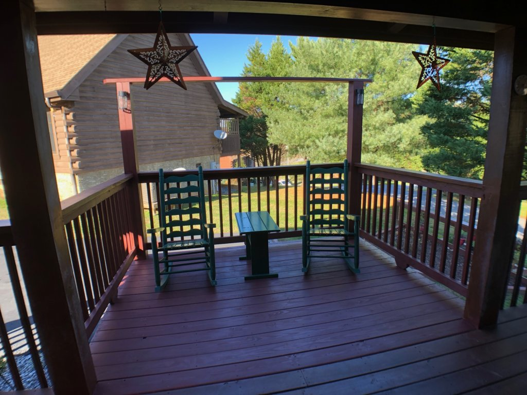 Photo of a Pigeon Forge Cabin named Bear Heaven - This is the twenty-first photo in the set.