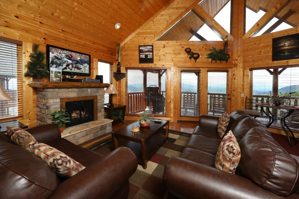 Photo of a Pigeon Forge Cabin named Up, Up & Away - This is the second photo in the set.