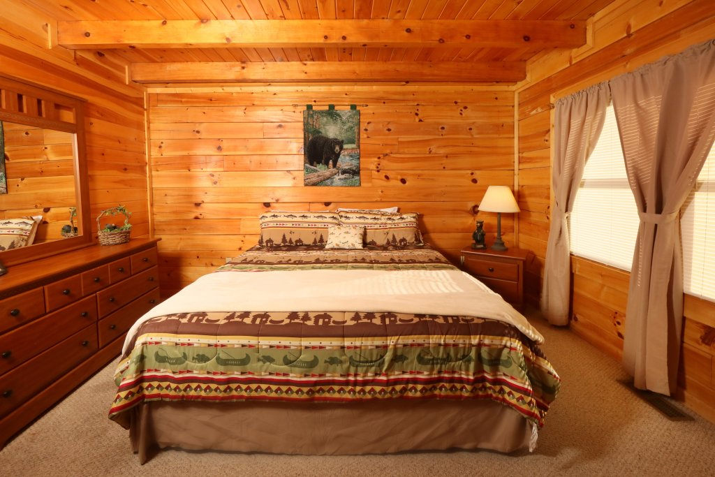 Photo of a Pigeon Forge Cabin named Bear Heaven - This is the seventh photo in the set.
