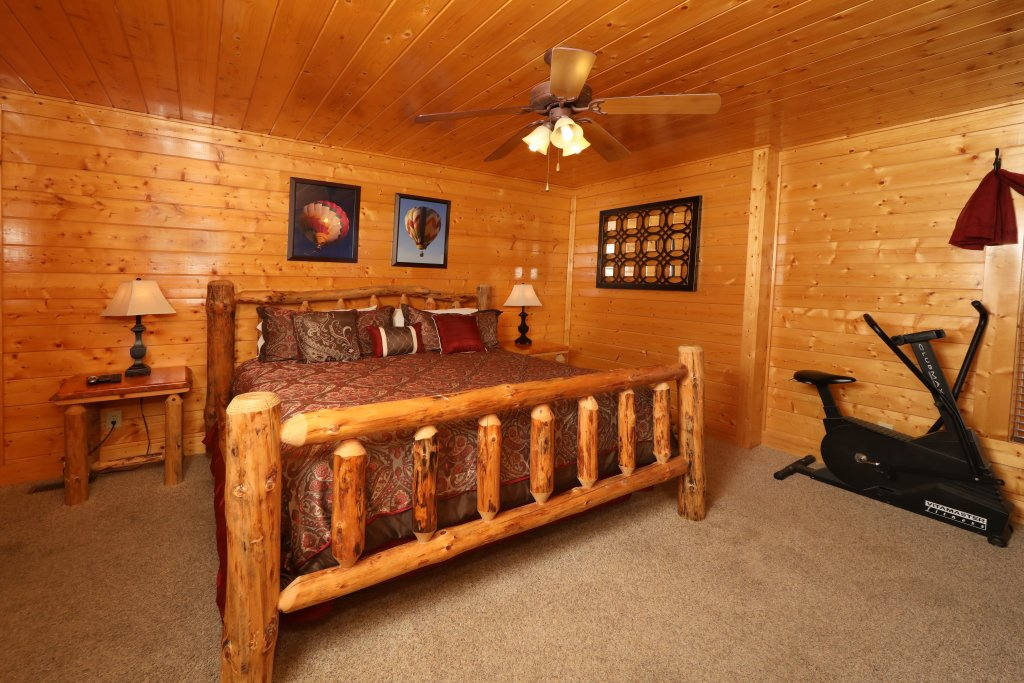 Photo of a Pigeon Forge Cabin named Up, Up & Away - This is the eighth photo in the set.