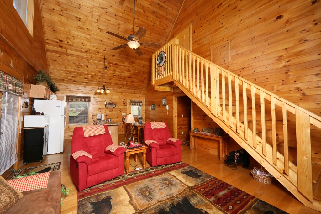 Photo of a Pigeon Forge Cabin named Bear Heaven - This is the fourth photo in the set.
